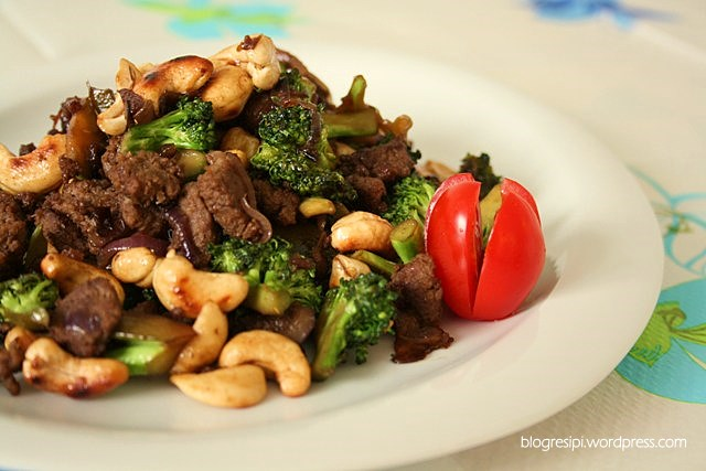 Stir Fried Beef With Brocoli and Cashew Nuts